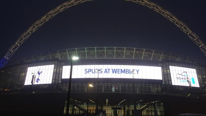 Sul-coreano Son definiu a vitória do Tottenham Hotspur contra o Huddersfield, emWembley.