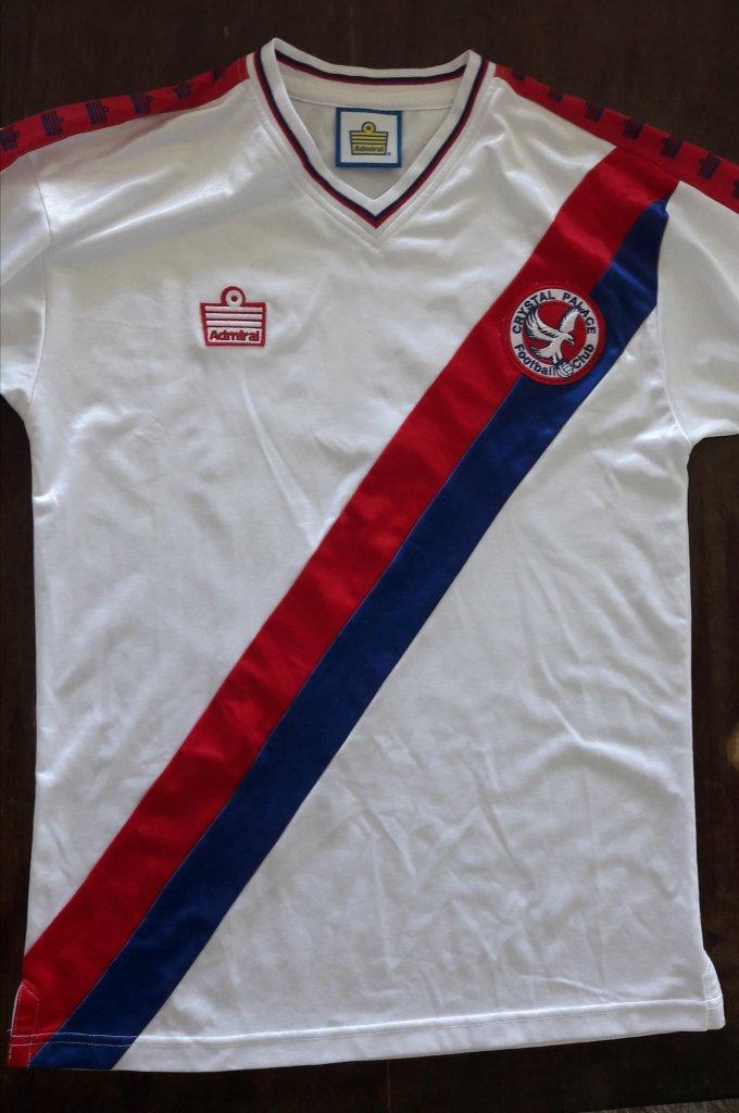 0fe3d3568347f Camisa retrô em homenagem à campanha do Crystal Palace na temporada  1978-79